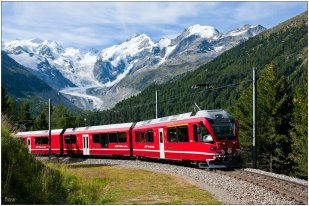 bernina-express-in-montebello-curve