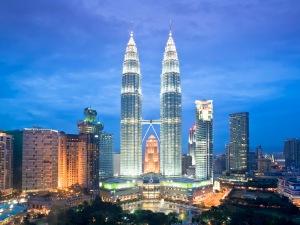 1996, Kuala Lumpur, Malaysia --- Malaysia,Kuala Lumpur City, Petronas Towers --- Image by © Jose Fuste Raga/Corbis