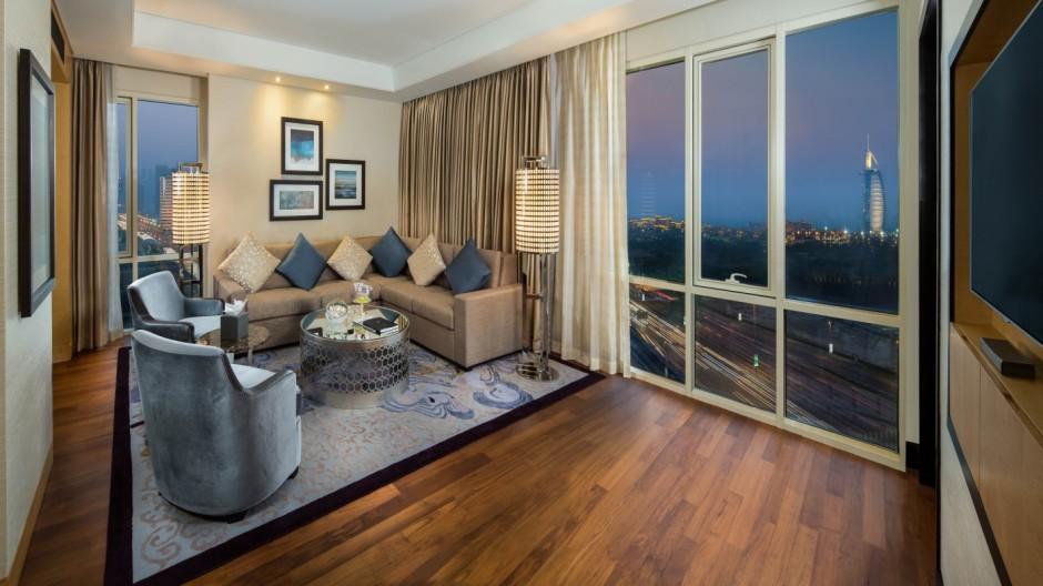 SetHeight800-2-Corner-Suite-Lounge-Area