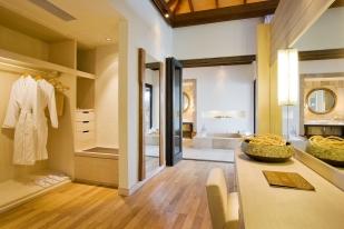 53433034-H1-Water_Villa_Dressing_Room