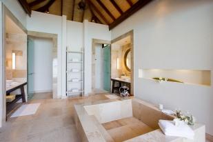 53433058-H1-Water_Villa_Bathroom