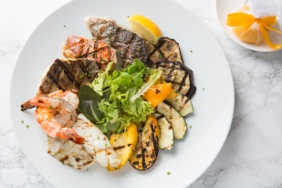 Grigliata Mista di Pesce (Grilled Seafood Platter, red mullet, sea bass, sea bream, calamari, prawns, grilled vegetable)