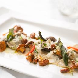 Schlutzkrapfen, finferli, porcini (Homemade rye flour spinach and ricotta ravioli, chanterelle, porcini) jpg