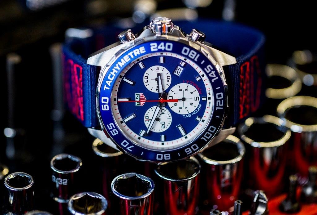 tag heuer introduces special series formula 1 watches. Black Bedroom Furniture Sets. Home Design Ideas
