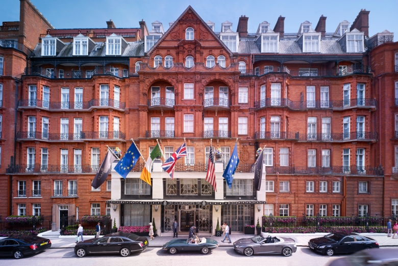 claridges-exterior-with-people