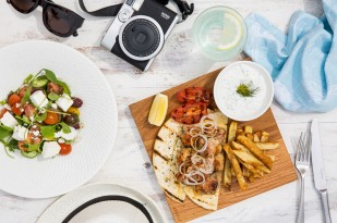 madinat_jumeirah_-_shimmers_-_spring_chicken_gyros_and_greek_salad