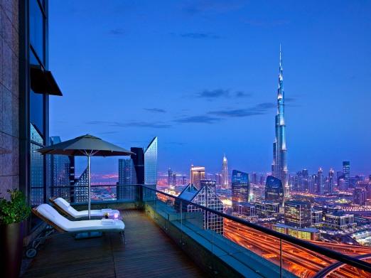 view-from-the-42nd-shangri-la-hotel-dubai-night