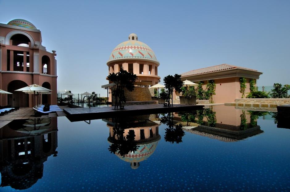 Kempinski Hotel MOE Pool