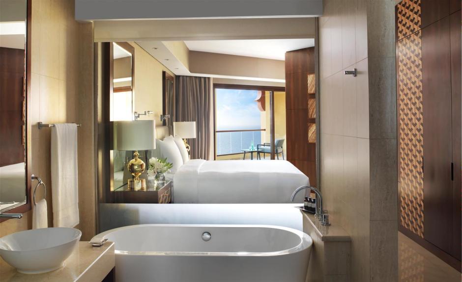 Junior Suite Bathroom_489959_med