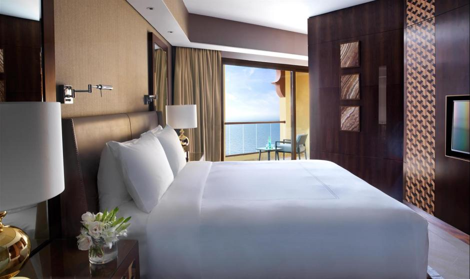 Junior Suite Guestroom_489958_med