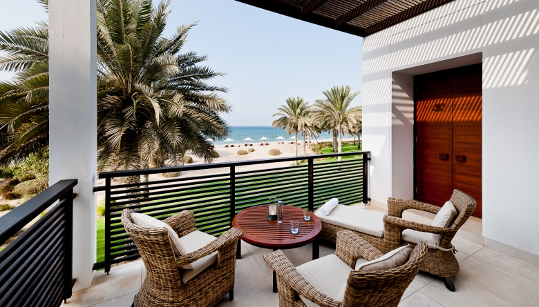CMU-Rooms-Chedi Club Suite-Terrace-Ocean View02